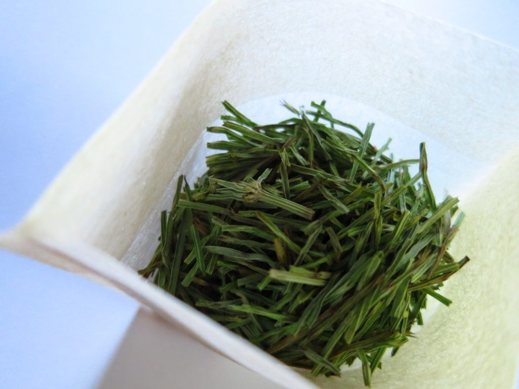 無農薬・無化学肥料のスギナ茶が出来るまで
